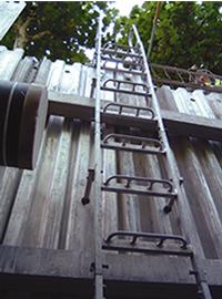 土留用アルミ垂直梯子